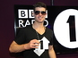 Robin Thicke keeps UK No.1 single