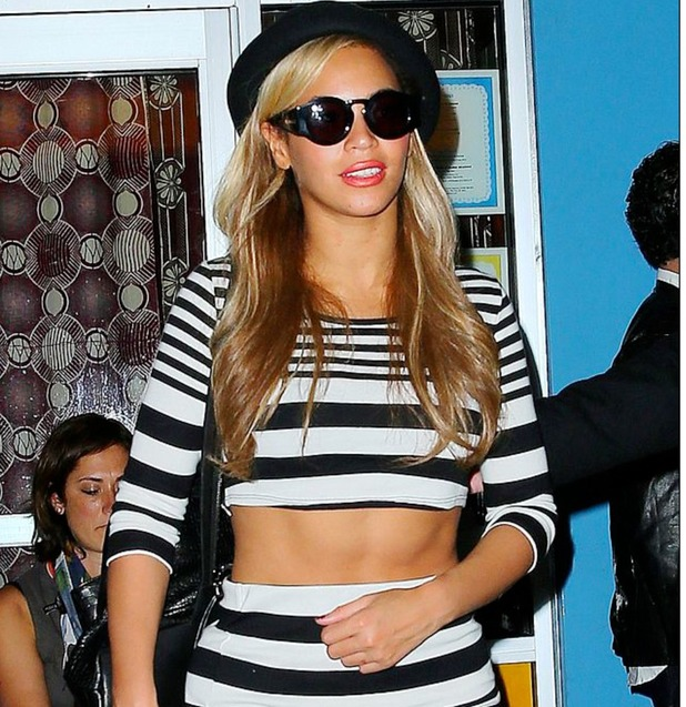 Beyoncé shares photos of her toned torso on Tumblr