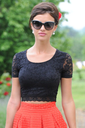 Lucy Mecklenburgh arrives to film the latest episode of TOWIE.