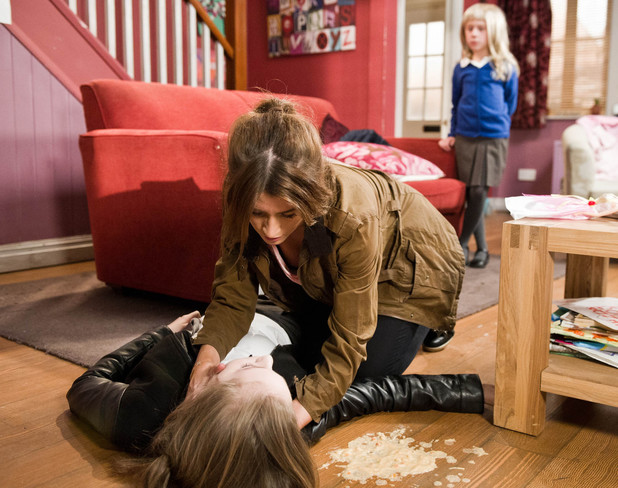 6588: Debbie arrives home to find Belle unconscious and lying in a pool of her own vomit. Worryingly she can't get her to wake up and calls for an ambulance