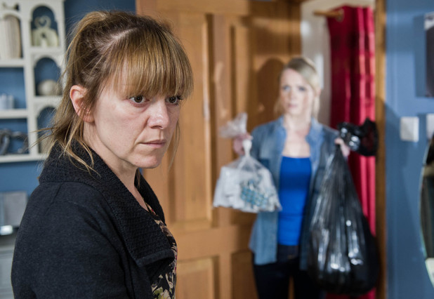 Rhona discovers Vanessa has taken away all her pills.