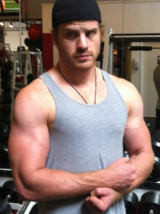 Rob Kazinsky, gym, abs, muscles, True Blooe
