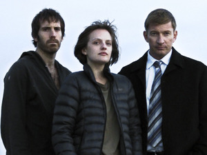 Tom Wright as Johnno, Elisabeth Moss as Robin Griffin & David Wenham as Al in 'Top Of The Lake' episode 1