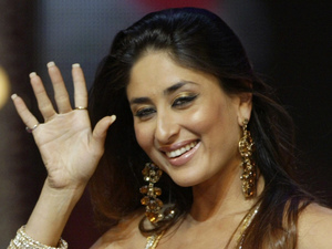 Kareena Kapoor performs, during an award ceremony in Mumbai, India, Sunday, Aug. 17, 2008.