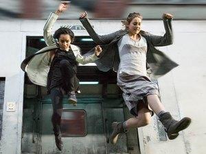 Shailene Woodley, Zoe Kravitz in 'Divergent'