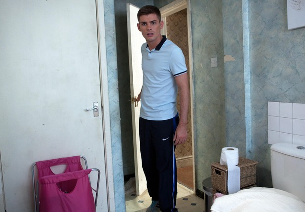 Ste finds Sinead devastated in the shower.