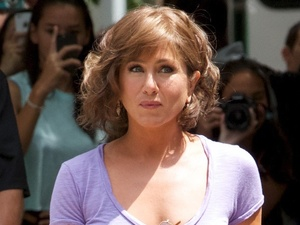 Jennifer Aniston, Squirrel to the Nuts set, wig