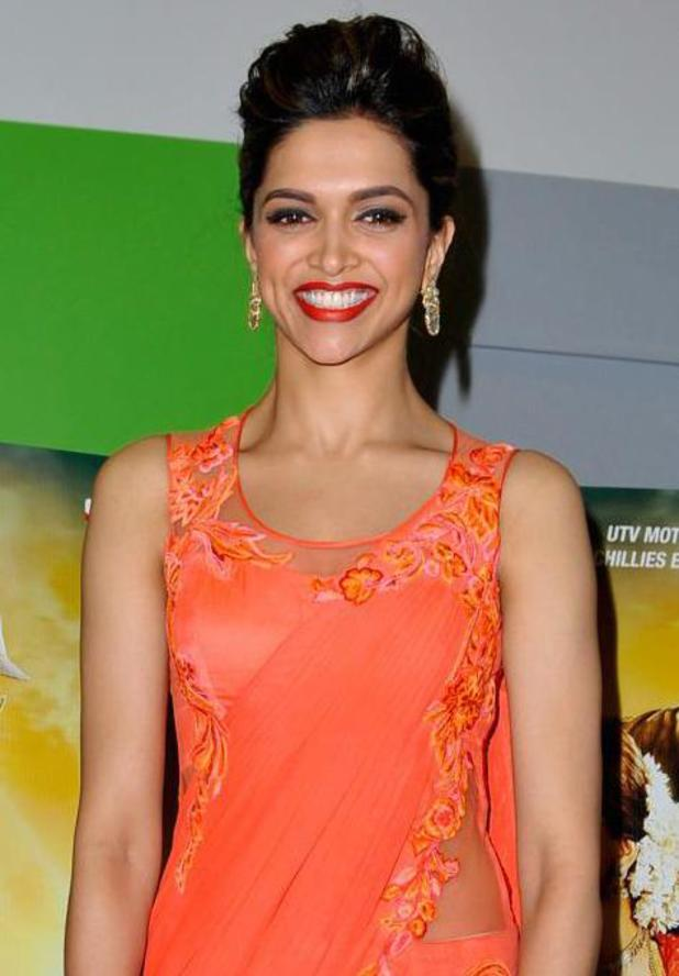 Deepika Padukone Breaks Down After Receiving Award From