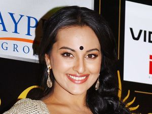 Sonakshi Sinha at the Indian Film Awards 2012