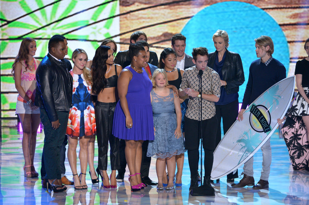 "Cast members from ""Glee"" accept the award for choice TV show: comedy at the Teen Choice Awards 2013"