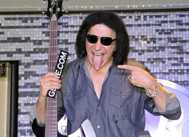 Gene Simmons, tongue