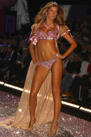 Gisele Bündchen, Victoria's Secret, lingerie
