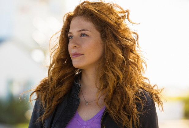 Rachelle Lefevre as Julia Shumway in Under The Dome S01E01