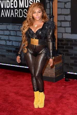 Lil' Kim arrives at the MTV Video Music Awards 2013