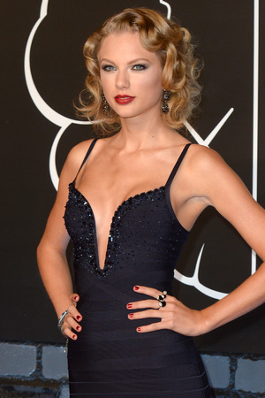 Taylor Swift arrives at the MTV Video Music Awards 2013