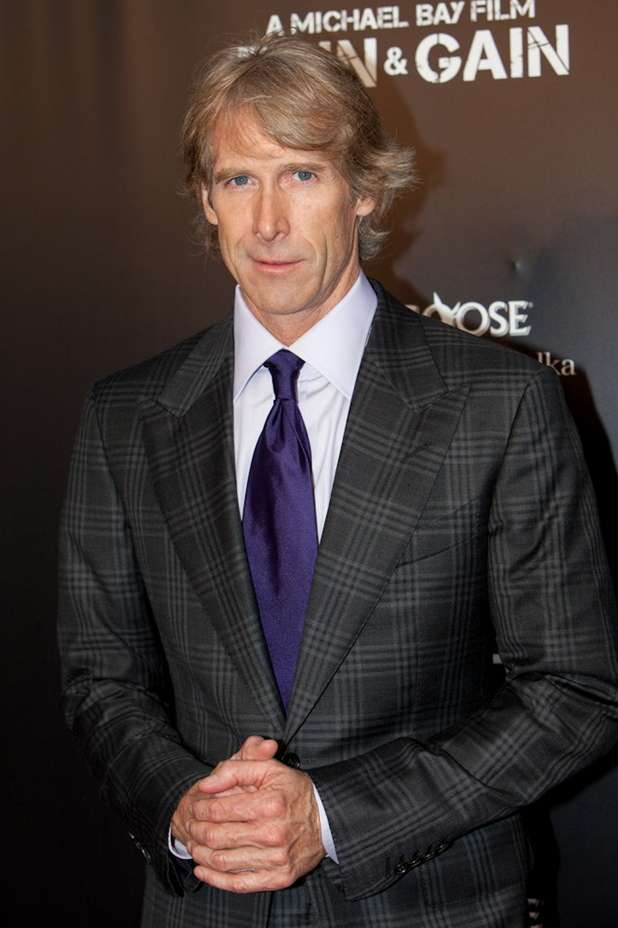 The 52-year old son of father Jimmy Bay and mother Harriet Bay, 188 cm tall Michael Bay in 2017 photo