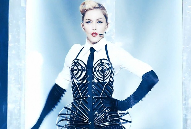 Madonna performs 'Vogue' on MDNA tour