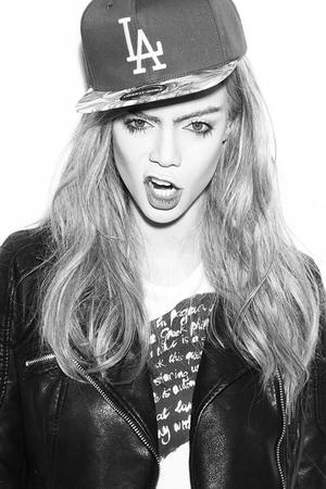 Tyra Banks poses as Cara Delevingne