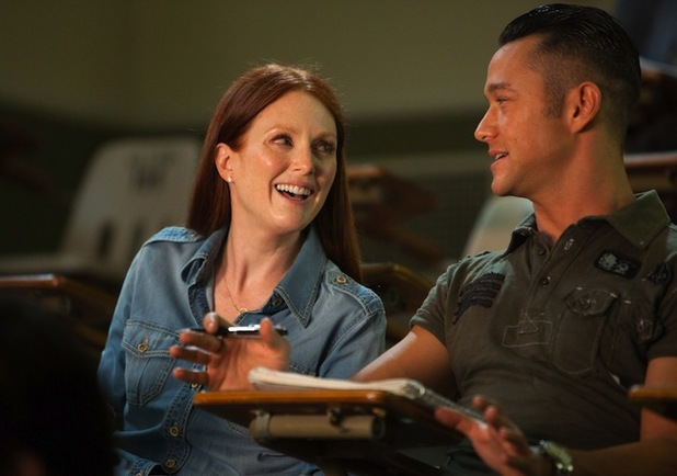 Julianne Moore & Joseph Gordon-Levitt in 'Don Jon'