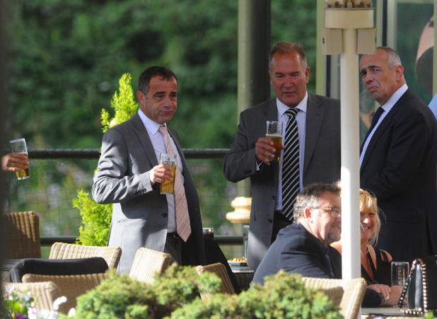 Michael Le Vell, pub, friends