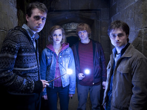 Matthew Lewis, Emma Watson, Rupert Grint, Daniel Radcliffe in Harry Potter and the Deathly Hallows - Part 2