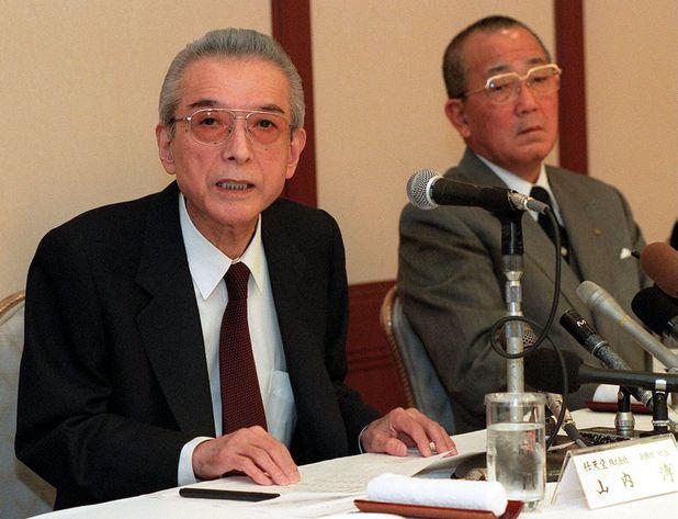 Hiroshi Yamauchi (Left) photographed with Kazuo Inamori in 1998