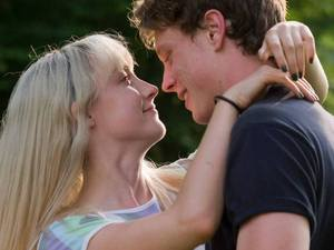 Saoirse Ronan, George Mackay in How I Live Now
