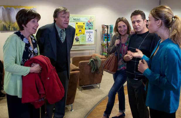 Roy and Hayley attend a cancer support group.