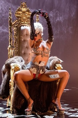 Rihanna teases her 'Pour it Up' video