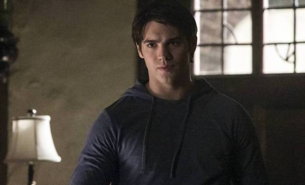 Steven R. McQueen as Jeremy in 'The Vampire Diaries' S05E01: 'I Know What You Did Last Summer'