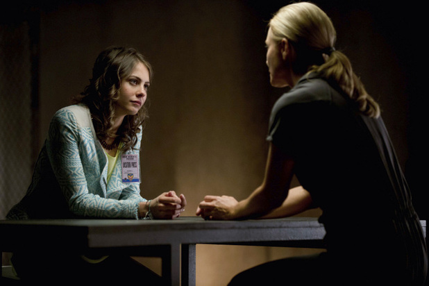 Willa Holland as Thea Queen and Susanna Thompson as Moira Queen in 'Arrow' S02E01: 'City of Heroes'