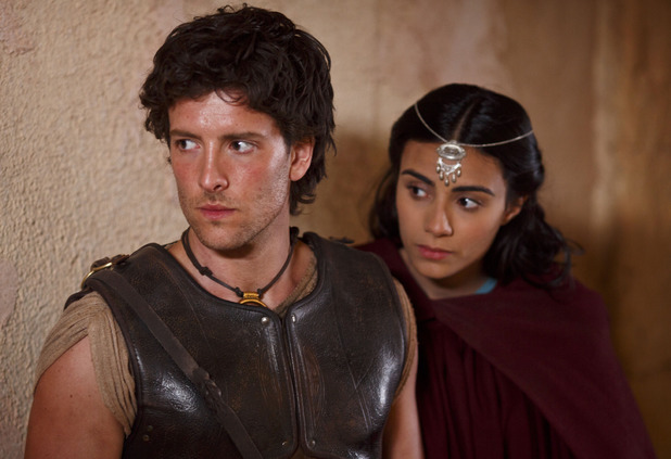 Aiysha Hart as Ariadne and Jack Donnelly as Jason in 'Atlantis' S01E05