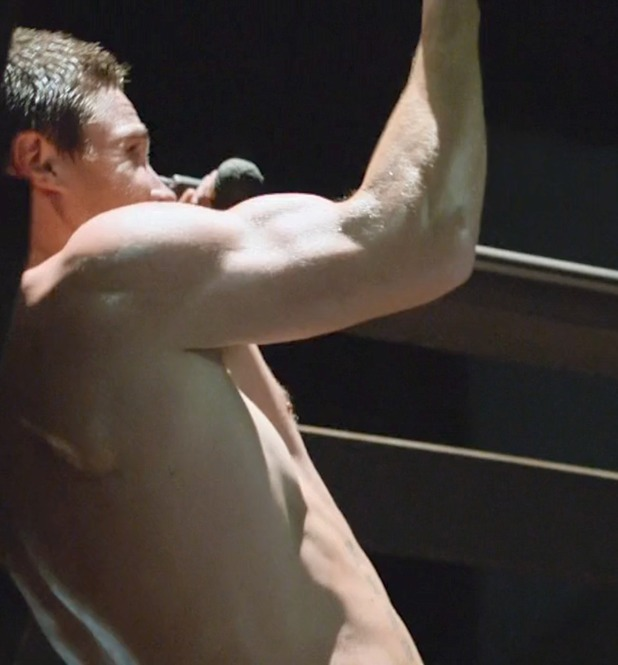 Stephen Amell shirtless in 'Arrow'