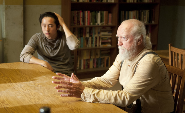 Glenn (Steven Yeun) and Hershel Greene (Scott Wilson) in The Walking Dead: 'Infected'