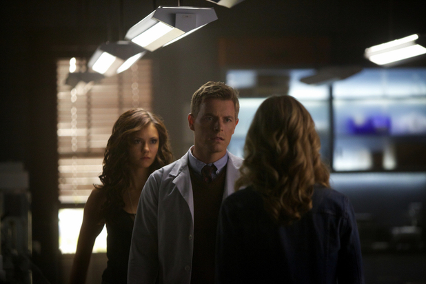 Nina Dobrev as Katherine, Rick Cosnett as Dr. Wes and Candice Accola as Caroline in 'The Vampire Diaries' S05E06: 'Handle With Care'