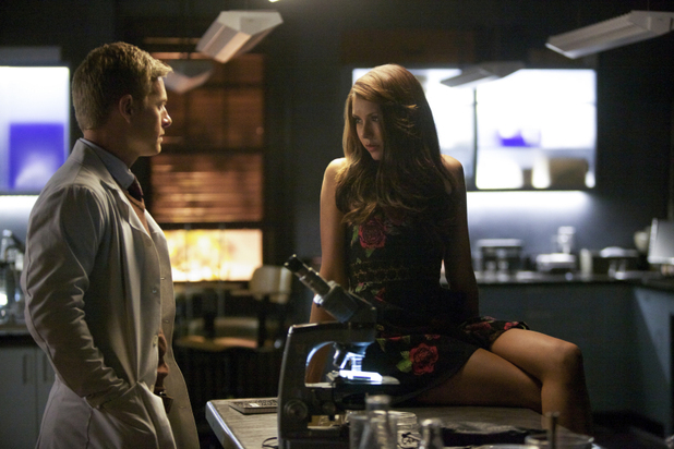 Rick Cosnett as Dr. Wes and Nina Dobrev as Elena in 'The Vampire Diaries' S05E06: 'Handle With Care'