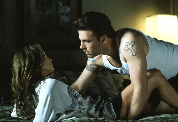 http://i1.cdnds.net/13/45/618x426/movies-gigli-jennifer-lopez-ben-affleck.jpg