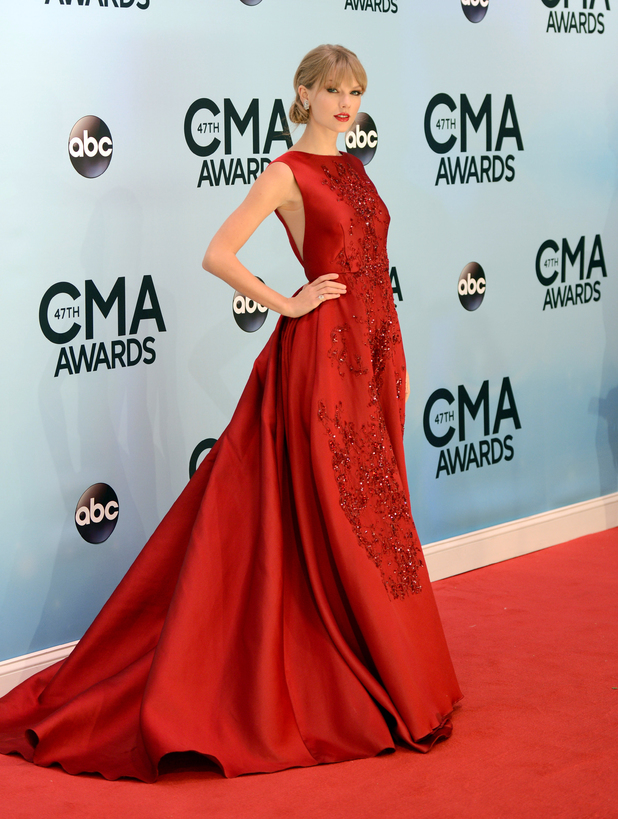 Taylor Swift arrives at the 47th annual CMA Awards at Bridgestone Arena
