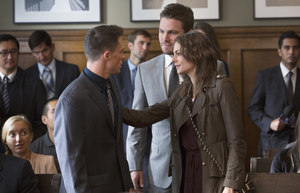 Colton Haynes as Roy Harper, Stephen Amell as Oliver Queen and Willa Holland as Thea Queen in 'Arrow' S02E07: 'State v. Queen'