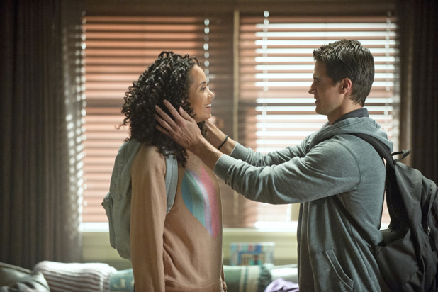 Madeleine Mantock as Astrid Finch and Robbie Amell as Stephen Jameson in 'The Tomorrow People' S01E07: 'Limbo'