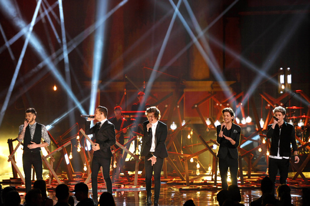 One Direction perform at the American Music Awards