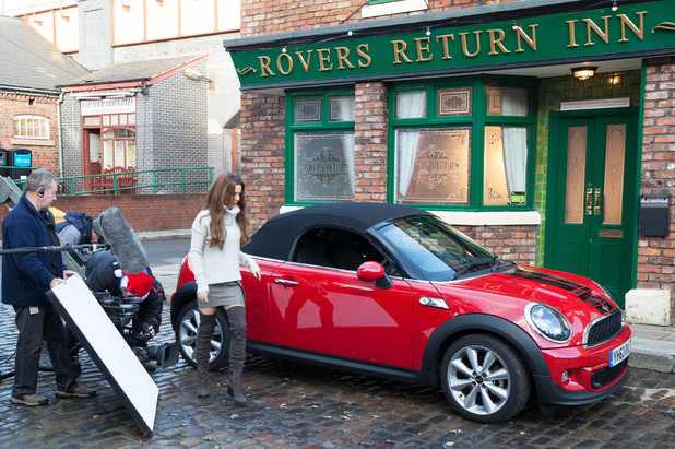 Cheryl Cole arrives on the cobbles
