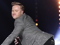 "Olly Murs invites his fans to ""twerk with him tonight"" at holiday concert."