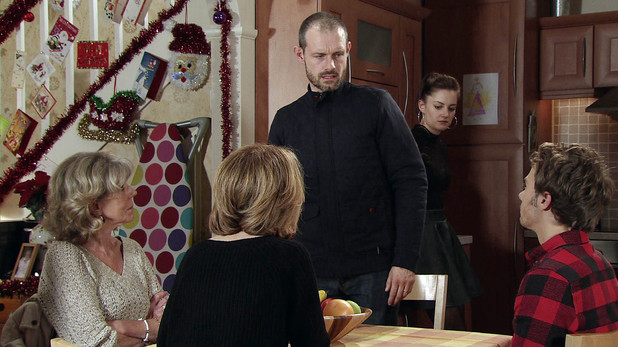 Gail calls a Platt family meeting