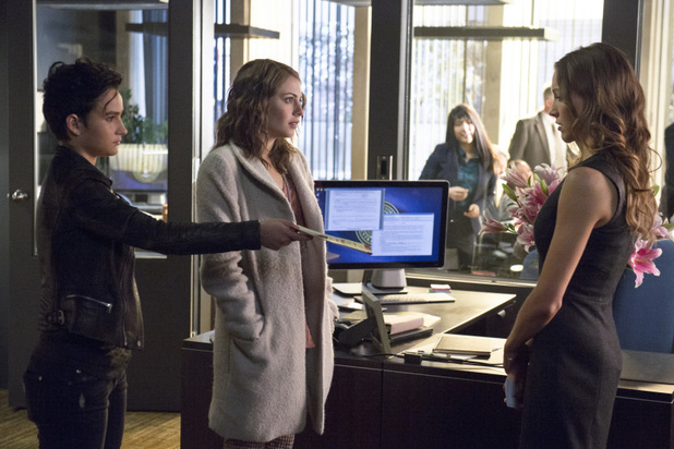 Bex Taylor-Klaus as Sin, Willa Holland as Thea Queen and Katie Cassidy as Laurel Lance in 'Arrow' S02E09: 'Three Ghosts'