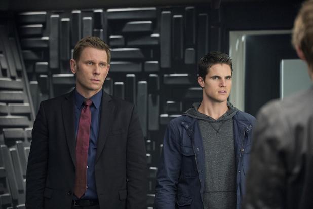 Mark Pellegrino as Dr. Jedikiah Price and Robbie Amell as Stephen Jameson in 'The Tomorrow People' S01E09: 'Death's Door'
