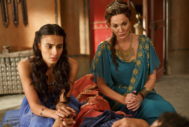 Aiysha Hart as Ariadne & Sarah Parish as Pasiphae in Atlantis episode 10: 'Hunger Pangs'
