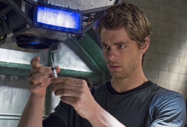Luke Mitchell as John Young in 'The Tomorrow People' S01E09: 'Death's Door'