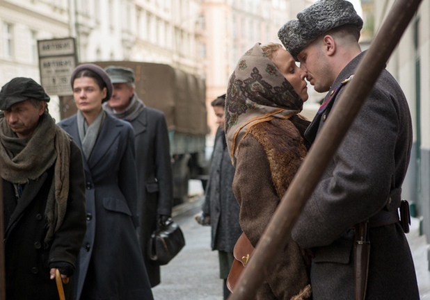 Naomi Rapace as Raisa and Tom Hardy as Leo in Child 44