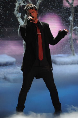 Jeff Gutt performing on the X Factor USA final results show